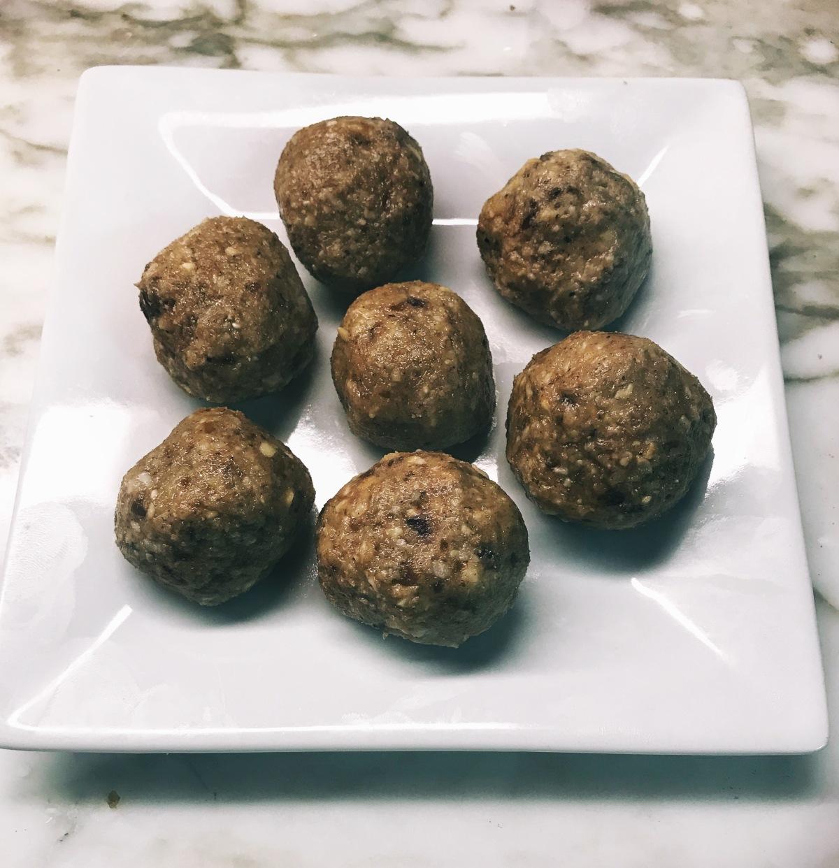 Cashew Tahini Raw NutBalls